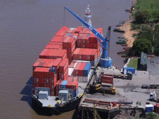 Navieras paraguayas migran hacia el puerto de Buenos Aires