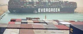 Canal de Suez. Mega buque encallado bloquea tránsitos
