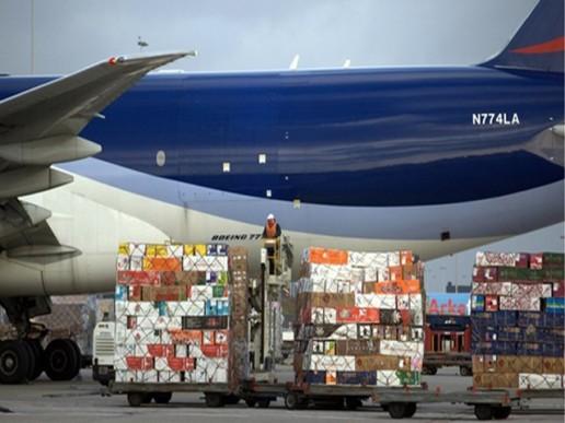 Moderado crecimiento de carga aérea en julio