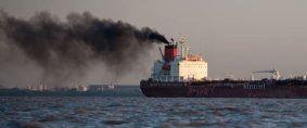Transporte marítimo global acuerda reducir sus emisiones de CO2