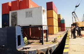 Muelle de contenedores en el puerto de Santa Fe